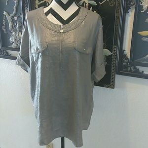 a90b77c5bf095 ellen tracy Tops - Ellen Tracy Metallic Silver Top